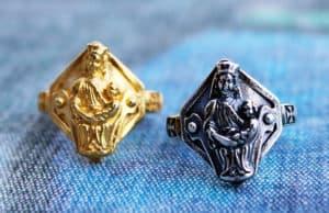 EKSKLUSIV: Maria-ringen er en gullring fra 1300-tallet som ble funnet på Slottsfjellet i forbindelse med utgravinger på slutten av 1930-tallet. Ringen er nå blitt gjenskapt.